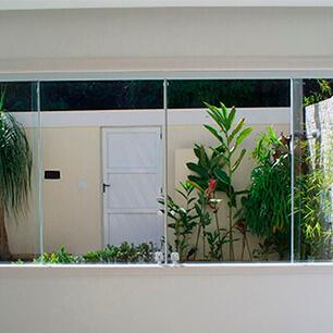 Janela de Vidro na Casa Verde